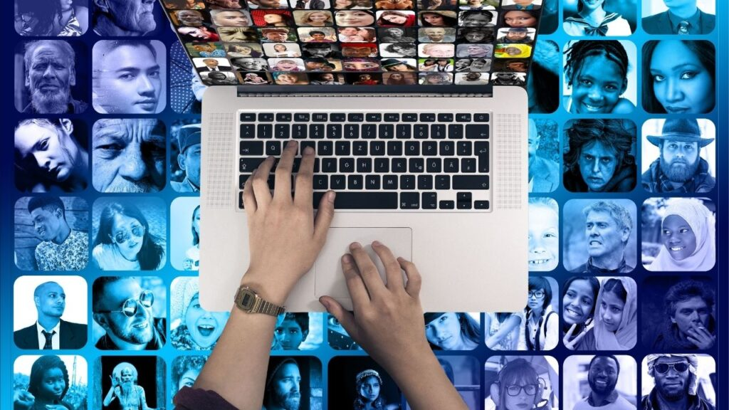 social media marketing is one of the best online jobs for college students as the income potential is unlimited